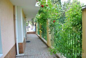 Алушта отель двор